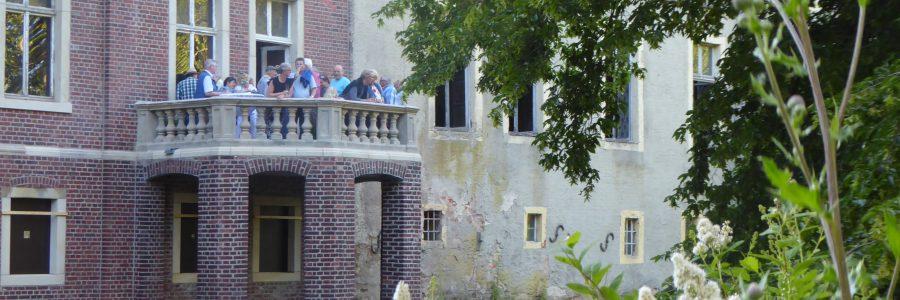 Balkon über der Gräfte eingeweiht